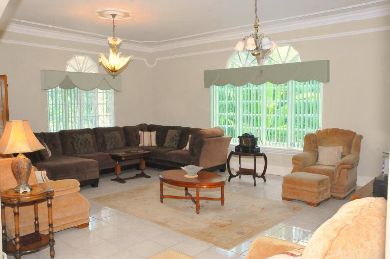 Villa For Sale Runaway Bay Ad 814649