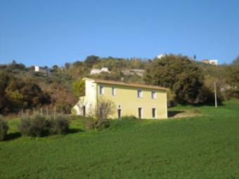 Single habitable home with land Teramo