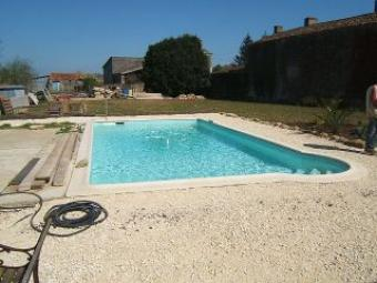 Charming cottage with pool 2 let Coulonges-Sur-L`autize
