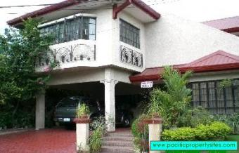 House & Lot in Alabang 400 Manila