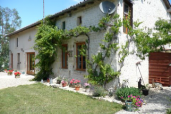 Refurbed farmhouse with pool Poitiers