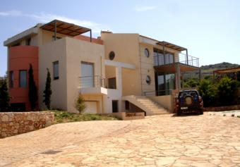 LUXURY SEAFRONT VILLA FOR SALE O Rethymno