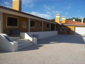 4 Bedrooms detached villa Alcobaça