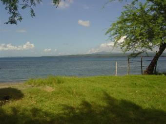 Large BEACHFRONT lot Taal