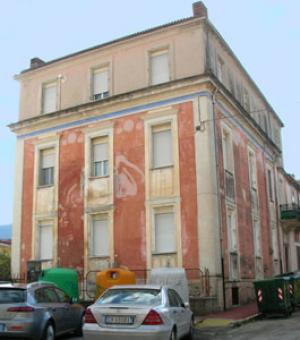 Historic palazzo with 6 apartmen Sulmona