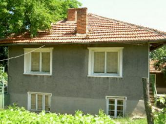 House with 7000 metres of land. Ruse