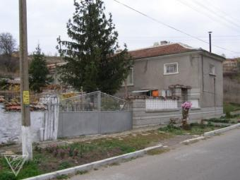 A tidy house with a huge garden Plovdiv