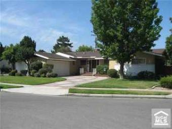 Great home with cozy living room North Janss Way, Anaheim Ca