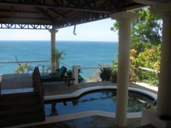 Ocean Front House - pool -3 beds Salinas