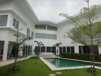 Huge pool villa for sale in Phuk Phuket