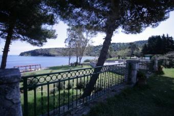 Sicily, seaside apartment house Arcile Bay