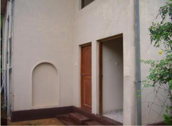 Two unit house going cheap Borelesgamuwa
