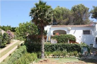 Villa with large plot of land Adsubia