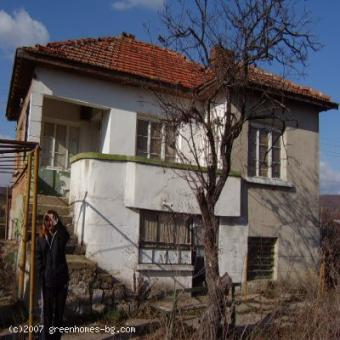 Two-storey house in a small vill Burgas