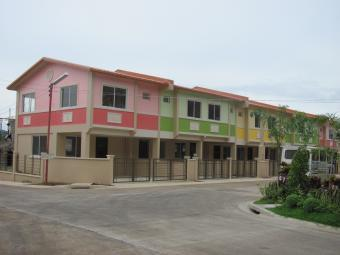 living in town house Antipolocity