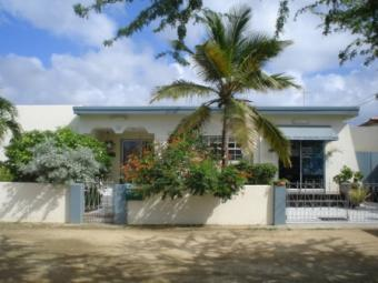 Family House and MUCH MORE Oranjestad