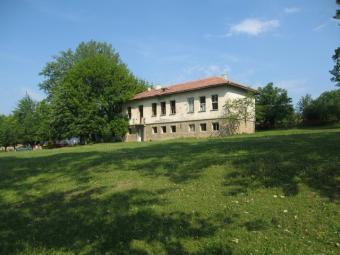 The estate is an old school Antonovo
