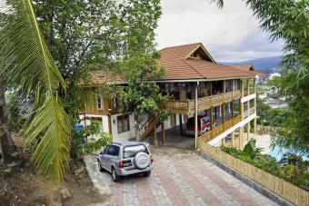 Large House with swimming pool Manado