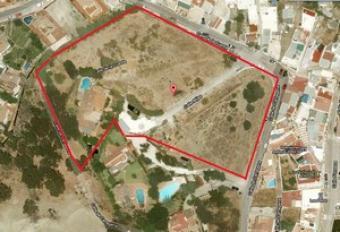 Villa y valuable comercial land San Pedro De Alcantara, Marbella