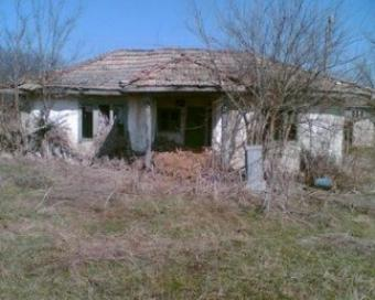 an old country house with large Valchi Dol