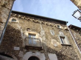 Gorgeous Medieval apartment with Isola Del Gran Sasso