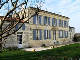 LARGE 4 BED GATED HOUSE Charente Mariti