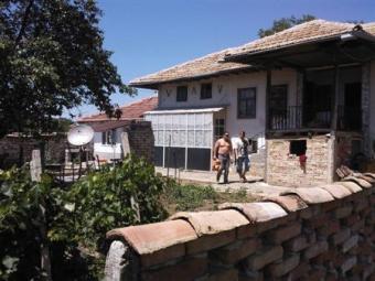 NICE HOUSE-HUGE YARD ! Varna