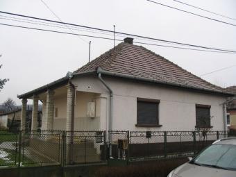 Village   home Tolmács