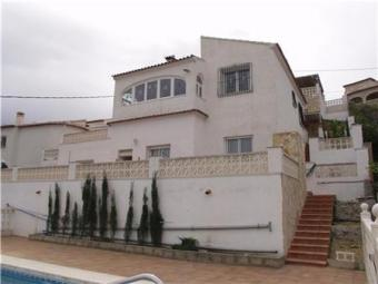 A 4 bed villa with pool Oliva