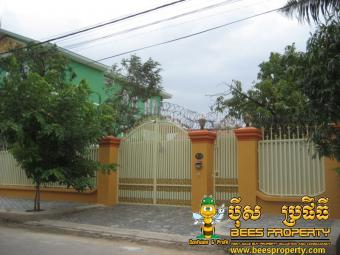 REPAINTED SMALL VILLA FOR RENT L Phnom Penh