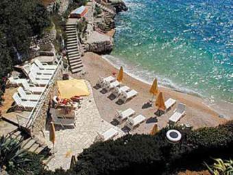 Beachfront villa with pool Primosten