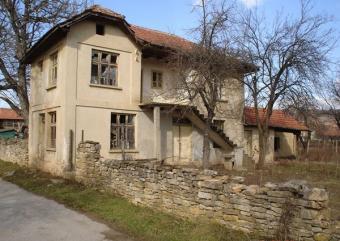 A village house near a lake Sevlievo