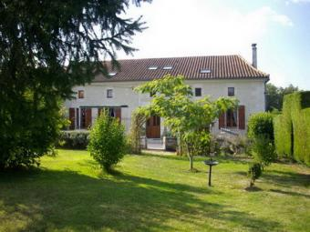 Beautiful 4/5 Bed Country Home Chalais