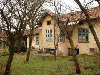 Large  property near a lake Sevlievo
