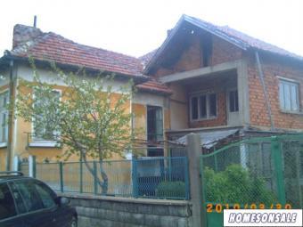 2 BIG BULGARIAN HOUSES IN A PLOT Vratsa County