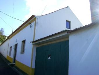 House recorver with land A Dos Negros
