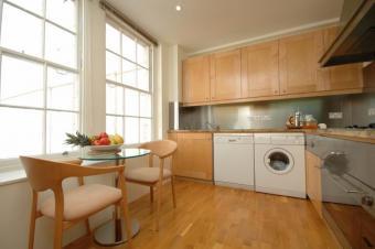 Spacious 2 bedroom flat furnishe Melbourne