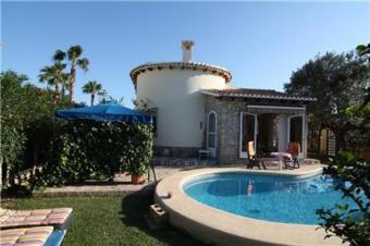 Villa with beautiful garden Els Poblets