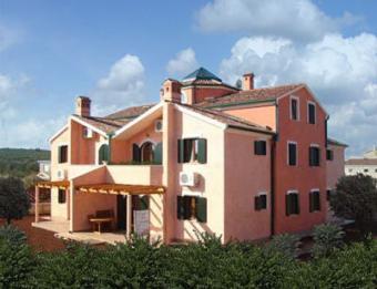 Villa with 10 apartments Pula Volme